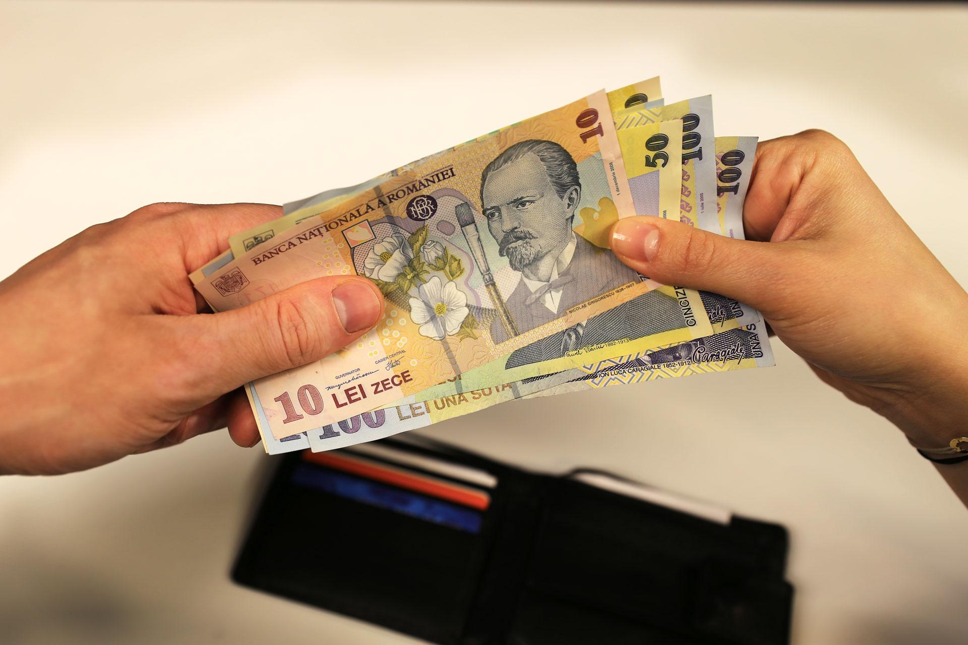 nu vrea să trăiască împreună vrea să facă bani)