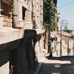 strada_stradela_vantului_constanta_centru_istoric_romania_cavaleria_ro