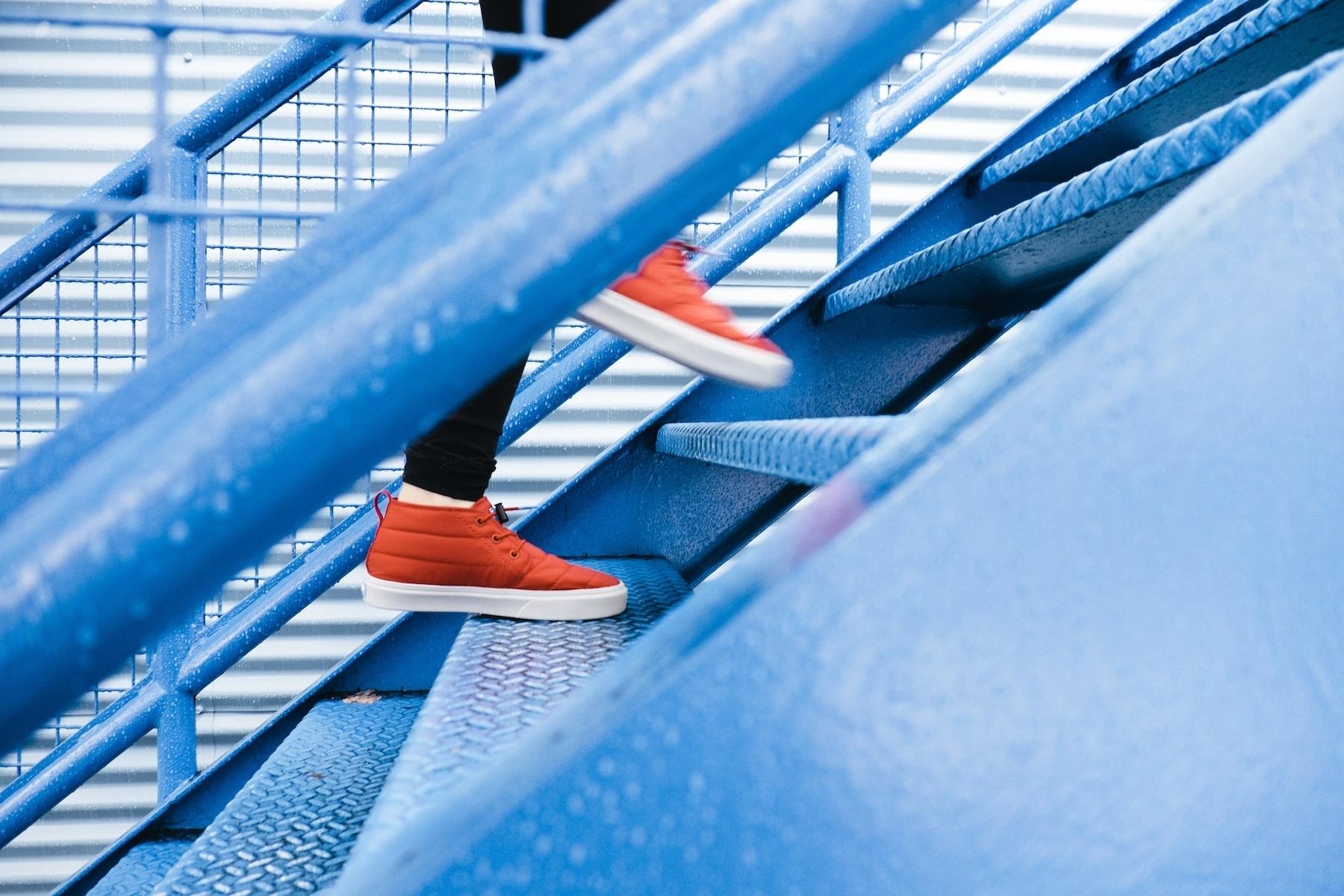 scările