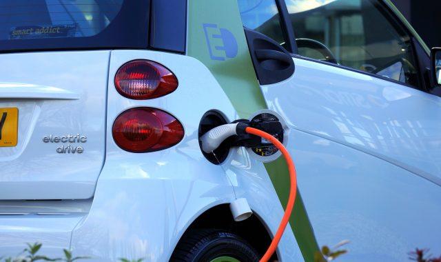 Industria auto și cererea mare de baterii